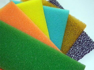 What are the principles and characteristics of kitchen cleaning sponges?
